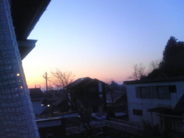 ■2010/3/30(火) 実家の窓から / 5:25am
